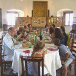 Die Familie beim Mittagessen auf der Burg Güssing