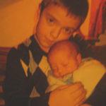 Georg mit seinem neugeborenen Bruder Adrian (von Alexander & Cornelia)