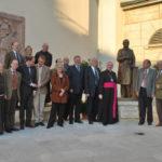 Mitglieder der Familie Batthyány vor der Statue Ihres (Ur-)Großvaters mit Diözesanbischof Dr. Iby, dem Künstler der Statue, sowie Guardian Pater Raphael und Pater Marcellus, sowie Bürgermeister Vadas und Vizebürgermeister Gilbert Lang