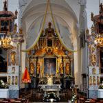 Die festlich geschmückte Basilika